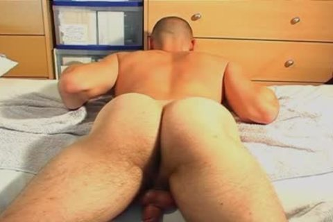 Straight lad Serviced: Ludo 22y.o receive Wanked His Hard penis By A lad !