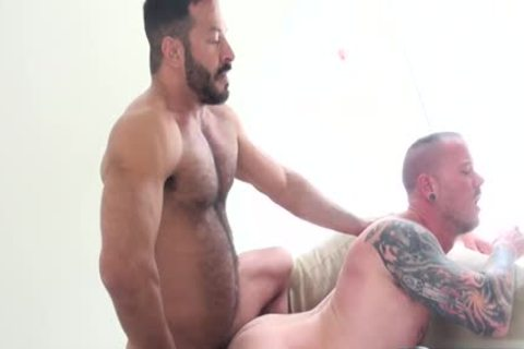 Muscle homo blowjob And cumshot