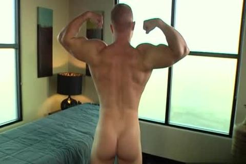 Muscle gay blowjob And Massage