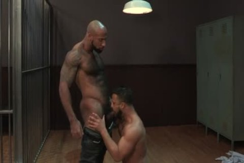 large cock Bodybuilder blowjob With sperm flow