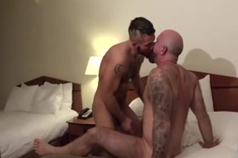 Muscle Bear unprotected And ejaculation