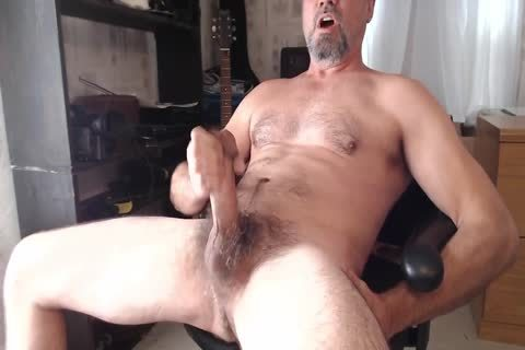 XXL Hung hairy Daddy shoots sperm