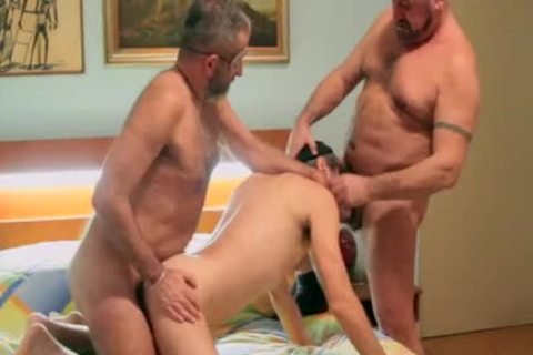 yummy & bare DP - Two hairy Bears bareback A Bearded slut